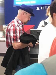 Bryan Cranston disguised as Walter White at Comic Con ...