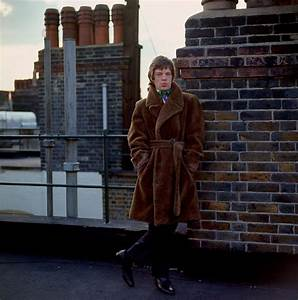 Mick Jagger on the roof of Harley House London 1966 - Flashbak
