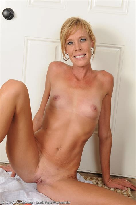 Blonde And Horny Stacey Y Buff Her Pearl Milf Fox