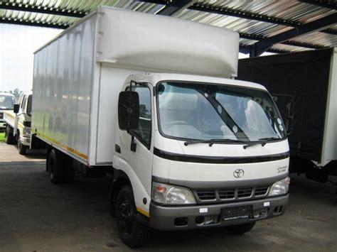 toyota dyna  box trucks year   sale