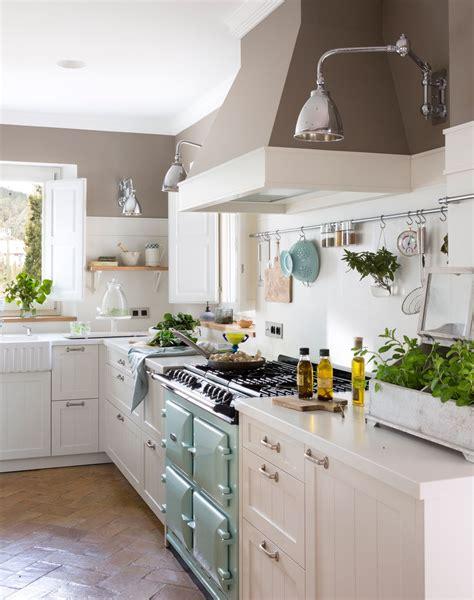 una cocina blanca demasiado sosa dale color kitchen