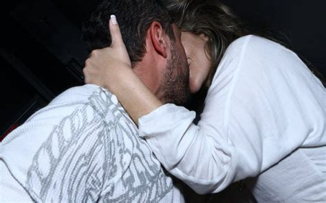 Ex BBB Anamara Troca Beijos Em Balada Do Rio De Janeiro Quem QUEM News