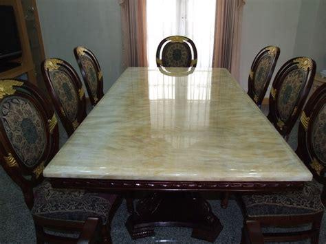 โต๊ะรับประทานอาหารหินอ่อนหน้าโต๊ะสี่เหลี่ยม