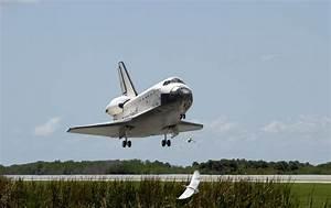 File:NASA Space Shuttle Atlantis landing (STS-110) (19 ...
