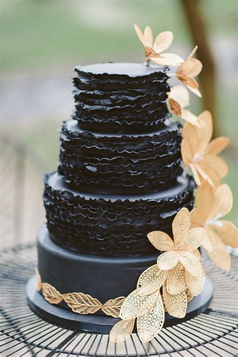 breathtaking black wedding cakes chic vintage brides