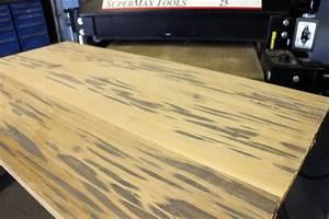Table En Bois Et Resine : table en r sine poxy phosphorescente et autres projets de bricolage cool ~ Dode.kayakingforconservation.com Idées de Décoration