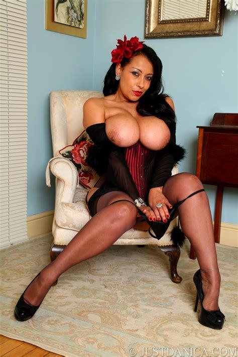 sexiest busty milf on the net mature xxx pics