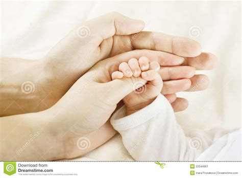 Ibu Menyusui 2 Bayi Family Baby Hands Father Mother Holding Newborn Kid