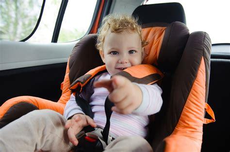 peut on mettre 3 siege auto dans une voiture le siège auto lequel et à quel âge