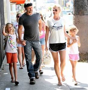 Faith Hill and Tim McGraw with their kids in LA at a pet store