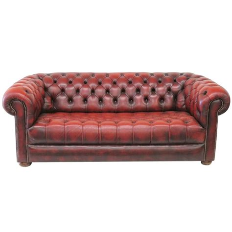 tufted chesterfield sofa tufted leather chesterfield sofa at 1stdibs