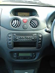 Citroen C3 2002 : citro n c3 hatchback 2002 2010 features equipment and accessories parkers ~ Medecine-chirurgie-esthetiques.com Avis de Voitures
