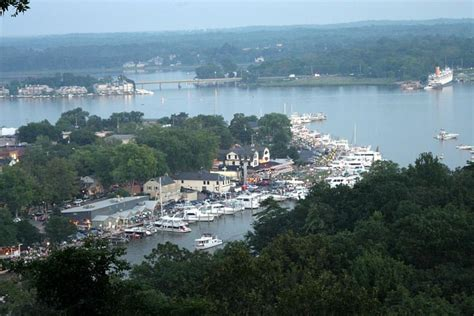 Saugatuck Mi Boat Rentals by Visit Saugatuck Douglas Michigan For The Holidays