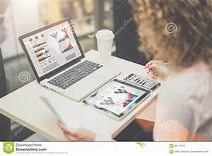 Sur L U0026 39 Ordinateur Portable  La Tablette Et Le Smartphone De