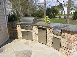 Kitchen diy outdoor kitchen with green vase diy outdoor for Diy outdoor kitchen ideas
