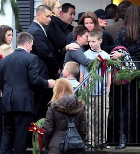 Newtown victim Jack Pinto, 6, buried in New York Giants ...