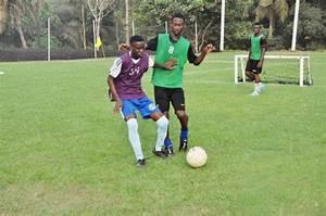 But Foot Enfant : sport football ivoire academie offre des opportunit s aux enfants photos ~ Teatrodelosmanantiales.com Idées de Décoration