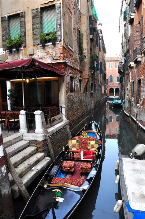 The Real Reason The Gondola Is A Symbol Of Venice And How