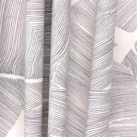 tissus d ameublement pour rideaux tissu d ameublement feuillages exotiques gris