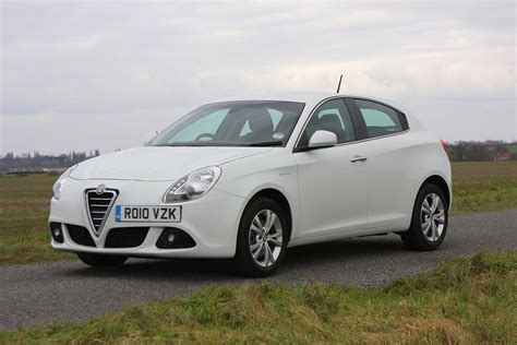 alfa romeo giulietta hatchback  features
