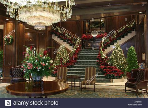 top ten hotel lobby christmas decorations norfolk virginia marriott waterside hotel lobby decor stock photo 1566301 alamy