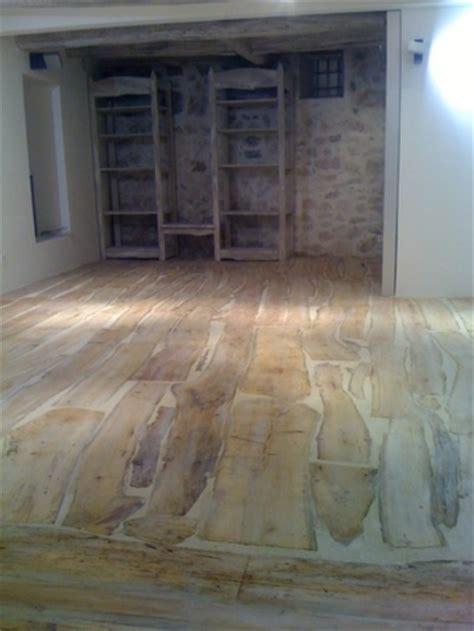 realisation d un plancher bois r 233 alisation plancher en bois flott 233 pour une boutique 224 st tropez ainsi que du mobilier