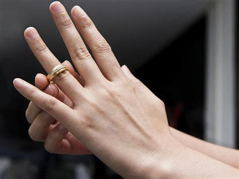 wondered why you wear wedding ring on the four finger