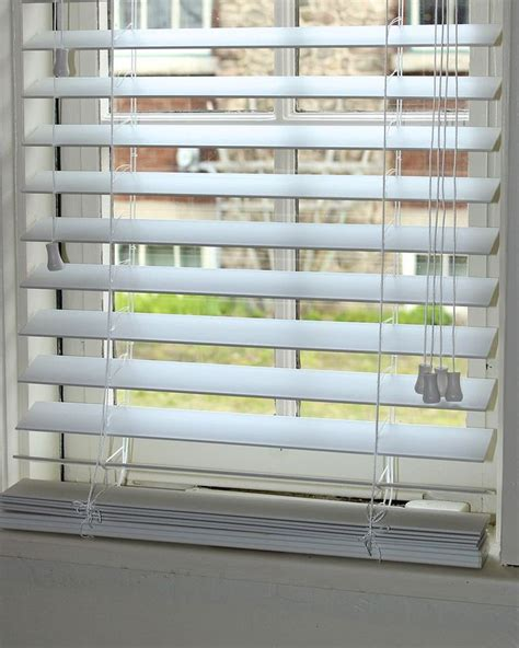 Faux Window Blinds by Best 25 Wood Blinds Ideas On Faux Wood Blinds