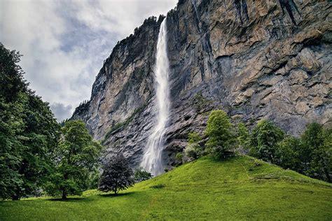 staubbach falls lauterbrunnen switzerland