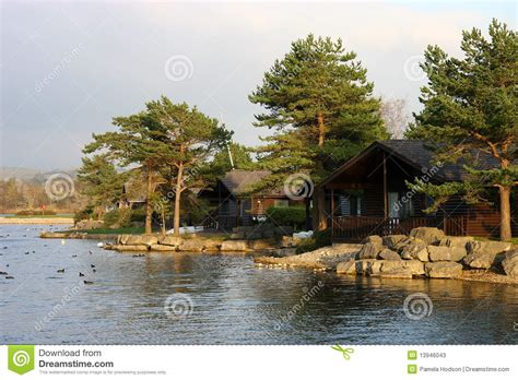 chalets de bord de lac photos stock image 13946043