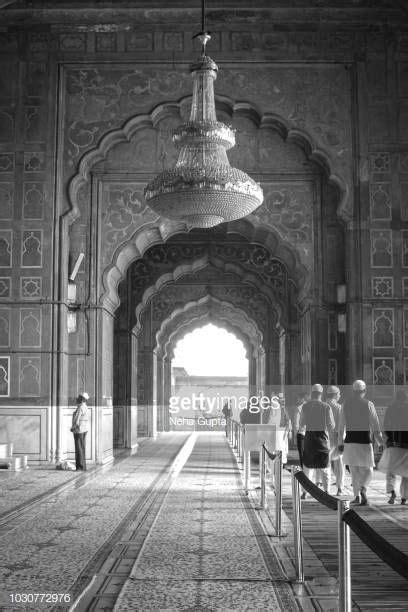 tourists   jama masjid  delhi  jama masjid