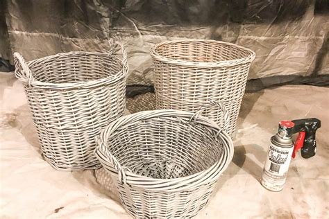 painting wicker baskets from the thrift store small stuff counts