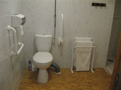 chambre handicapé hébergement chambre handicapé à la cagne dans le jura
