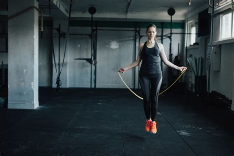 rope jumping woman skipping train attractive jump athletes workout uses young seilspringen fotografias imagens must why esercizi zu boxe casa