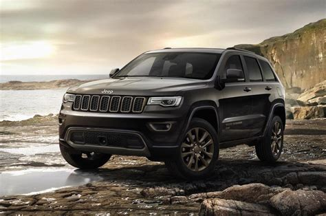 jeep cherokee black 2016 2017 jeep grand cherokee gets new shifter electric