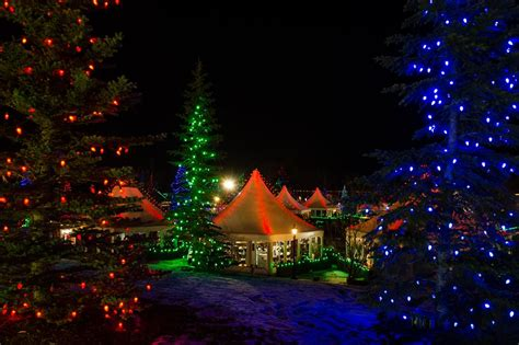 places to see christmas lights in calgary area