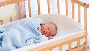 Comme On Fait Son Lit On Se Couche : sommeil b b sur le ventre le dos le c t comment ~ Melissatoandfro.com Idées de Décoration