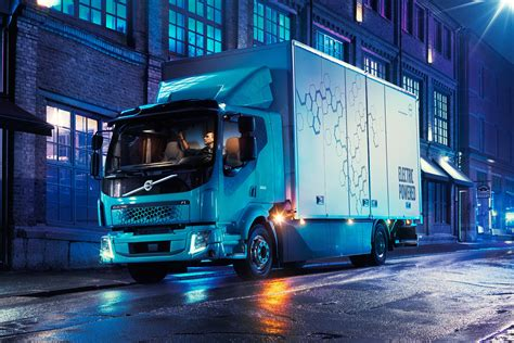 volvo truck fl volvo fl electric truck packs up to 186 miles of range