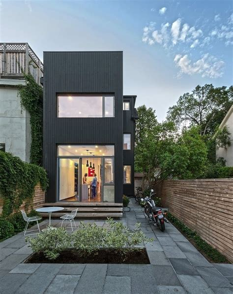 Contrast House In Toronto
