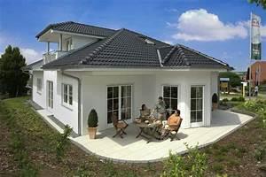 Haus Bungalow Modern : moderner bungalow riviera von rensch haus haus bau traum bungalow ~ Markanthonyermac.com Haus und Dekorationen