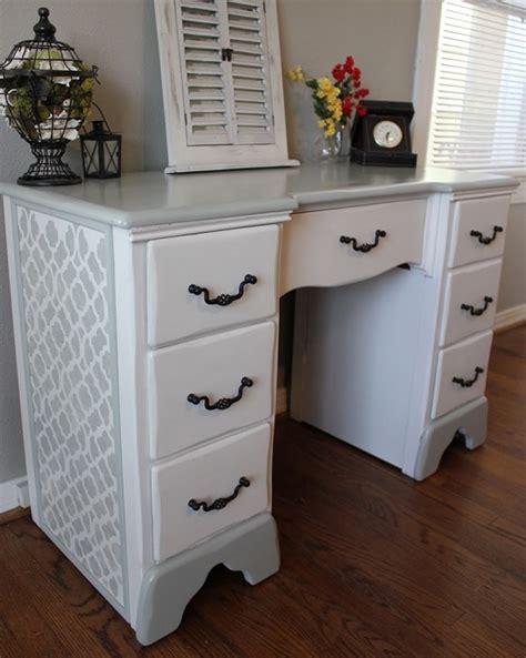 bureau bois et blanc relooking de bureau comment relooker un vieux bureau