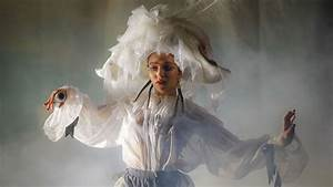 FKA twigs's Heartbreak Takes the Stage at Stunning ...