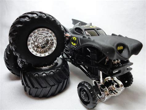 monster jam batman truck 2011 wheels monster jam truck batman travel treads 6