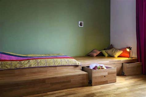 Bett Auf Hohem Podest Roomido Bett Auf Podest Podest Bett Kopfteil Holz Selber Bauen Luxus Im Sponserub Podestbett Fertig