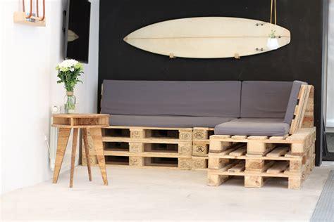 canapé en palette de bois tuto un canapé d angle en palettes