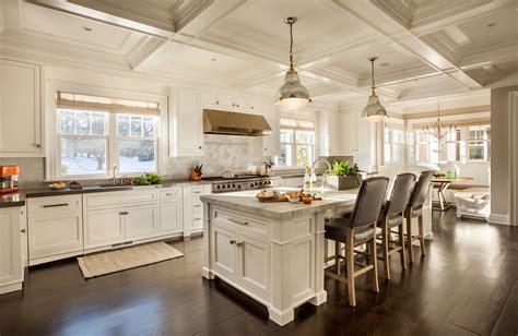 Fantastic White Traditional Cottage Kitchen Design Small