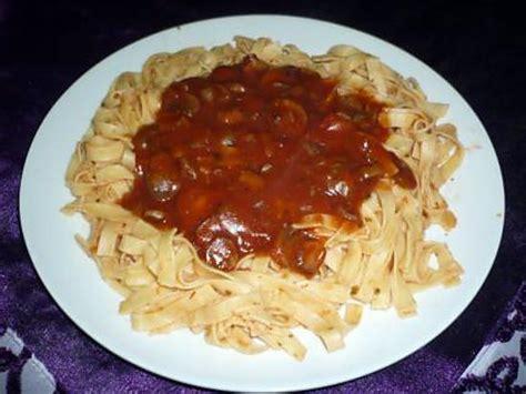 cuisiner les pates recette de tagliatelles sauce tomate chignons