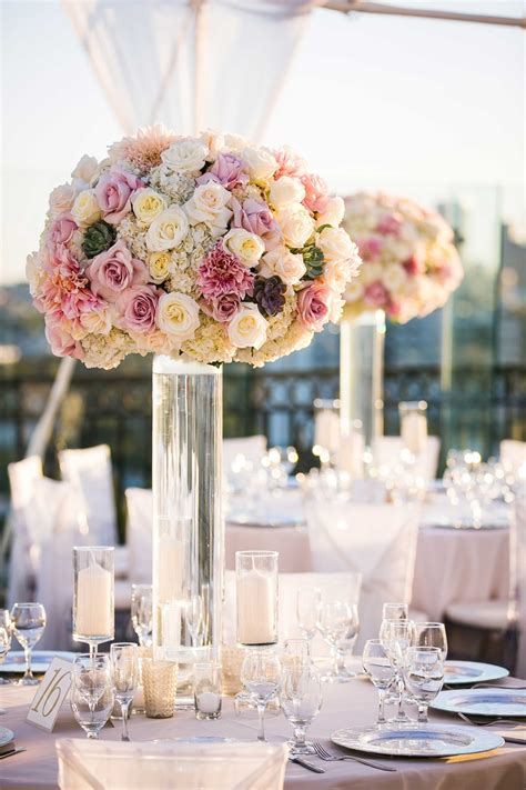 reception decor  clear glass vase  pink
