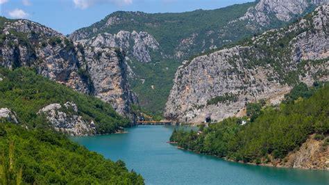 Pergjate lumit te Matit dhe Liqeni i Shkopetit. Korrik ...