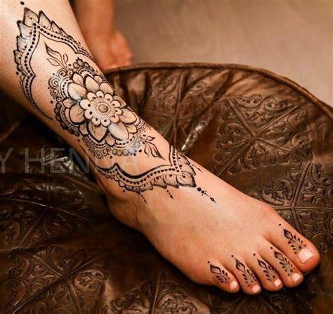 tatouage pied mandala tatouage bracelet femme mandala